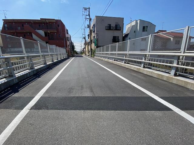 革新的な橋梁伸縮装置です